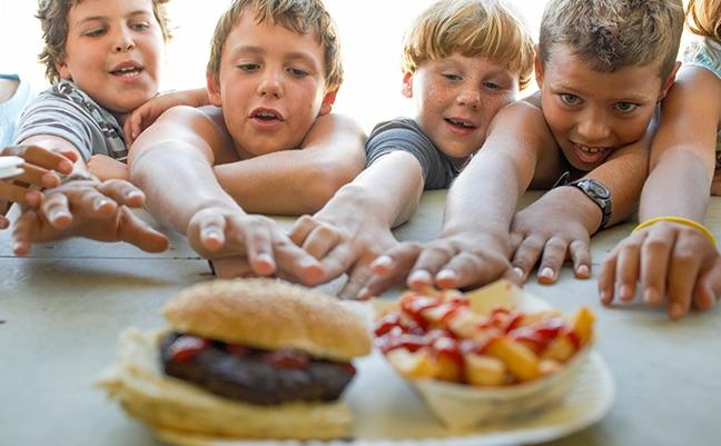 Perchè i bambini sviluppano la fame nervosa e che effetti ha sulla vita adulta