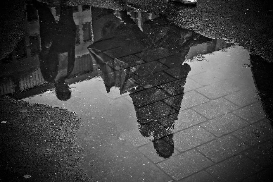LUOGHI COMUNI: piove sempre sul bagnato
