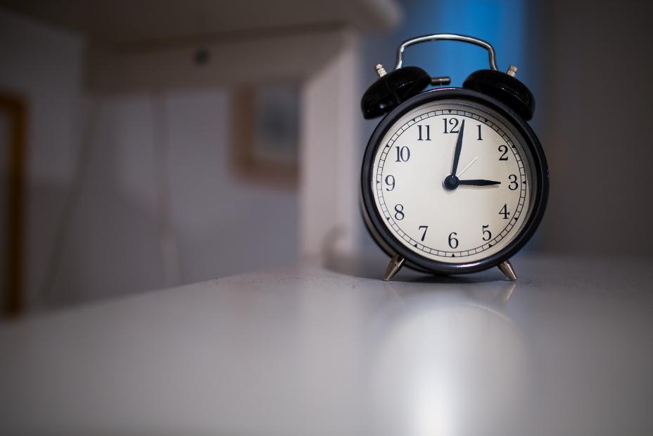 DA CHE PARTE STAI – Alzarsi presto o stare svegli fino a tardi?